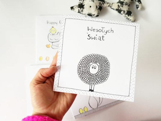 Kartka Wialkanocna ręcznie robiona z zabawna owcą, wesołych świąt, minimalistyczna