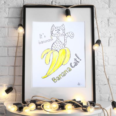 Banana Cat in yellow banana, triangles pattern, kot w bananie