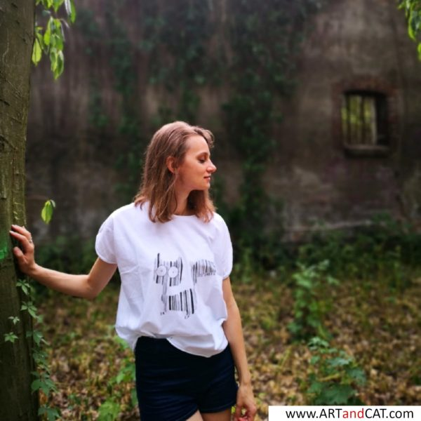 cats lovers tees girl in the forest in cats tee with cats